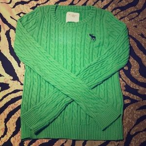 Soft and comfy sweater. Green and Navy